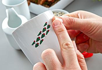 Tassen mit Klebeband bekleben