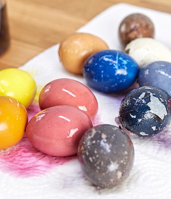 Eier auf Küchenrolle trockenen lassen