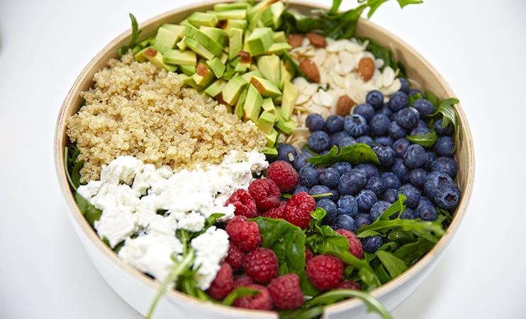 Quinoa-Salat mit Honig-Mohn Dressing