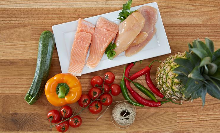 Zutaten für den gegrillten Fisch im Ananas Mantel