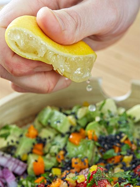 Zitrone ausdrücken - Erdbeer-Avocado-Salsa