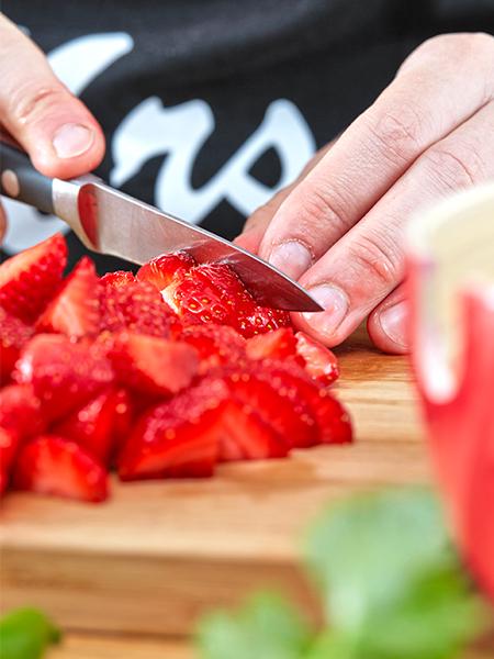 Erdbeeren schneiden - Erdbeer-Avocado-Salsa