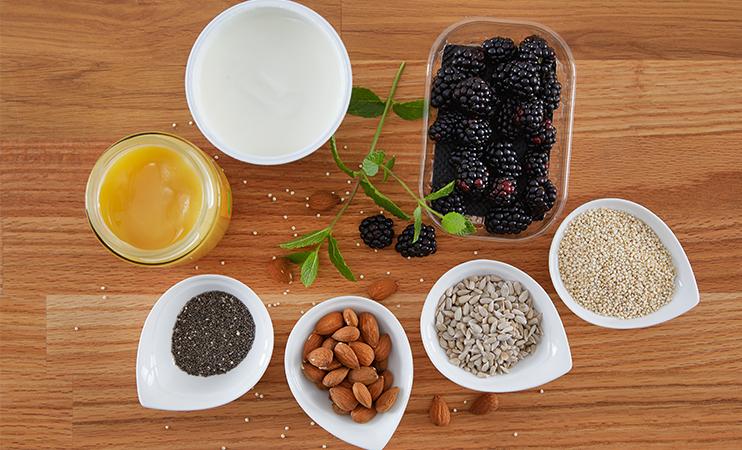 Zutaten für unsere Frühstücksbowle mit Quinoa und Chia Samen