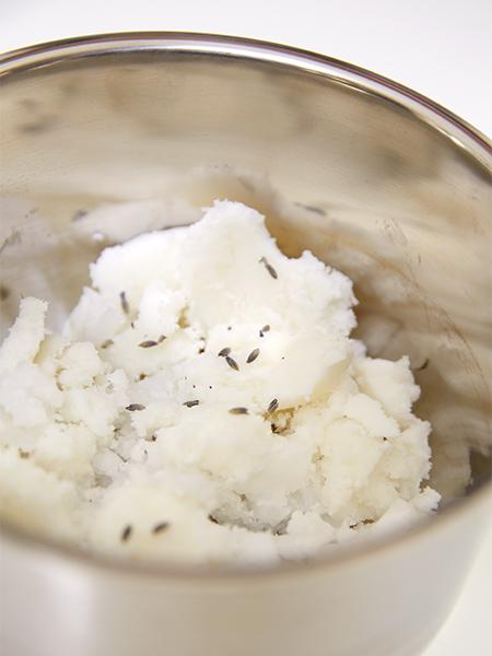 Kokosöl und Sheabutter zum Schmelzen bringen