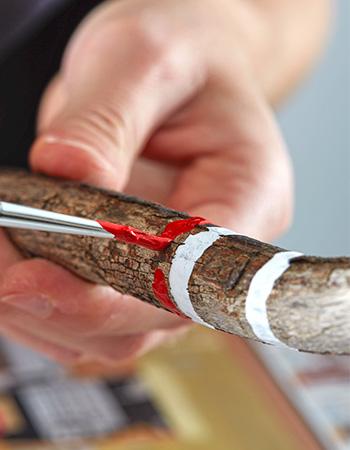 Painted Sticks mit Farbe bemalen