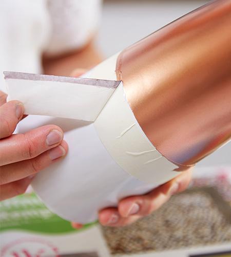 Wenn die Farbe getrocknet ist, Klebeband vorsichtig entfernen