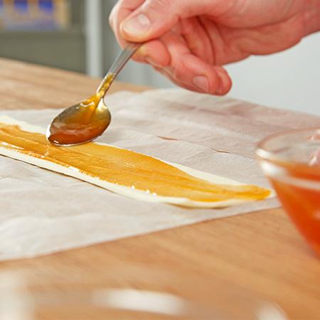 ..und mit Marmelade bestreichen
