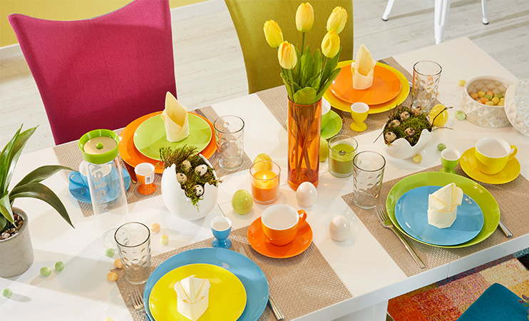 Ostertafel in knallig bunten Farben!
