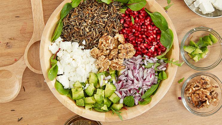 Sommersalat mit wildem Reis, Granatapfel und  Avocado...