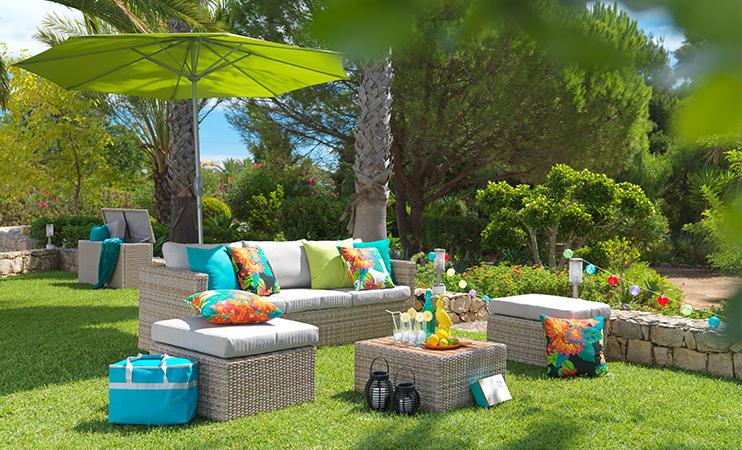 Loungegarnitur im Garten