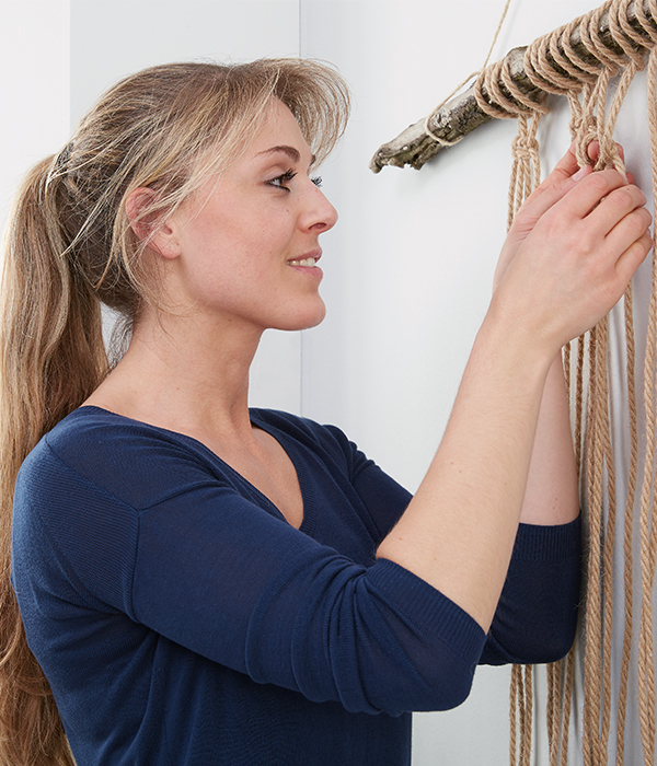 Es erleichtert die Arbeit, wenn man es sich an der Wand aufhängt