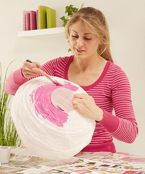 Den Leuchtschirm mit Acrylfarbe streichen