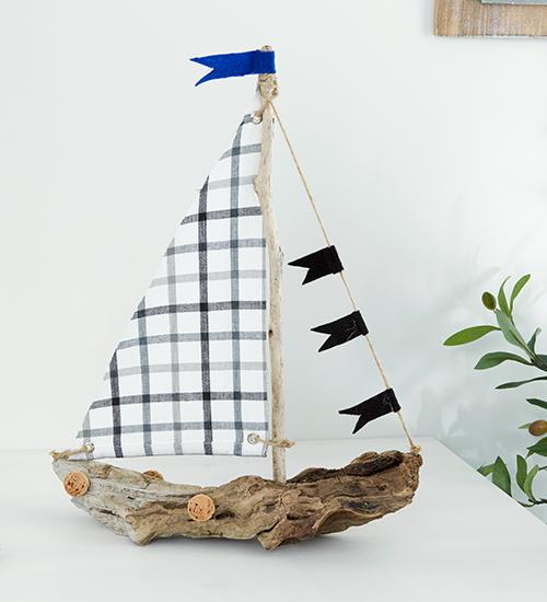 Segelboot aus Treibholz selber gemacht