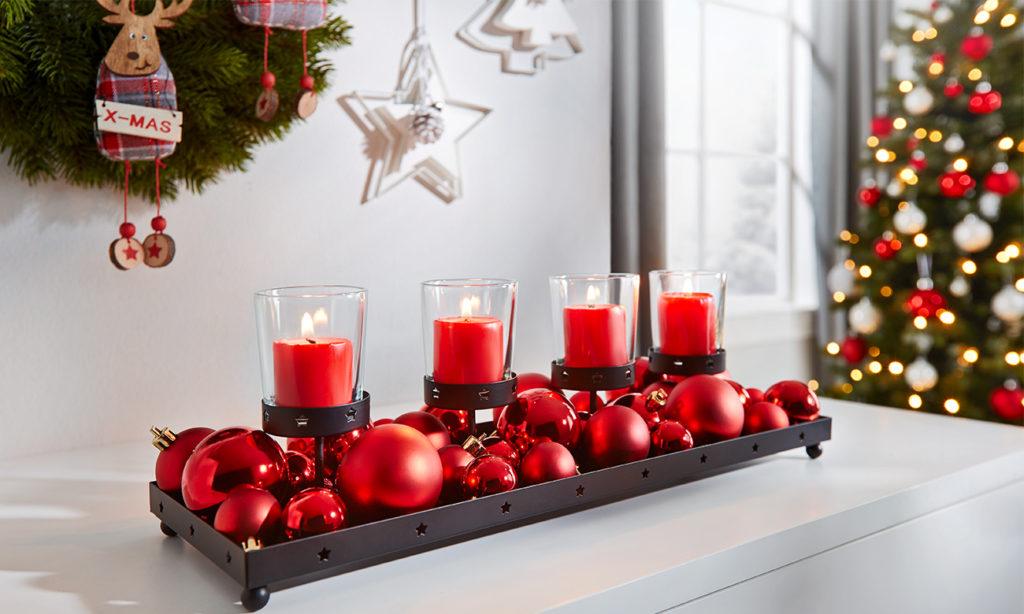 Kerzenhalter in den Farben Rot und Schwarz