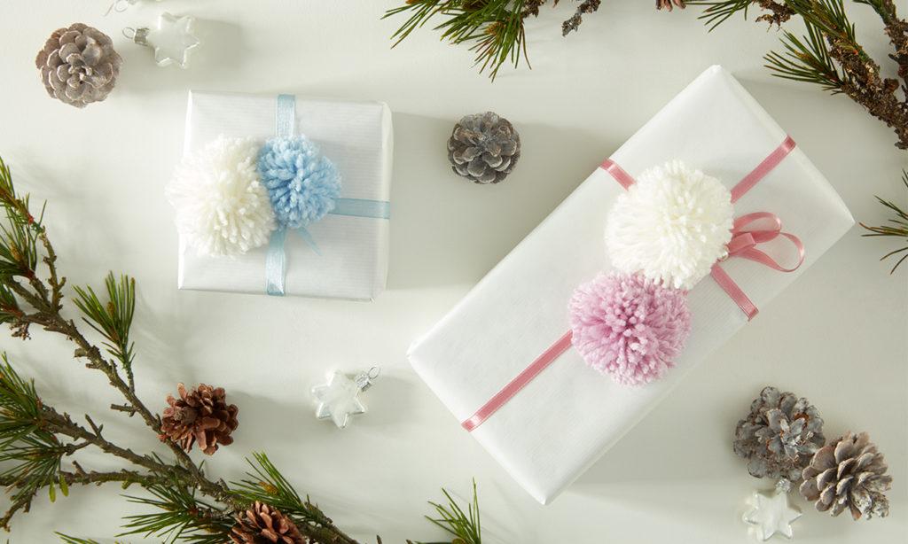 Geschenkverpackung mit Pompon