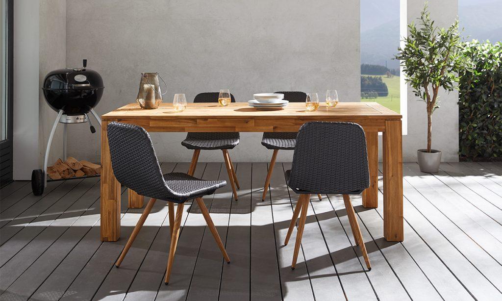 Gartentisch Holz mit Stuhl aus Polyrattan