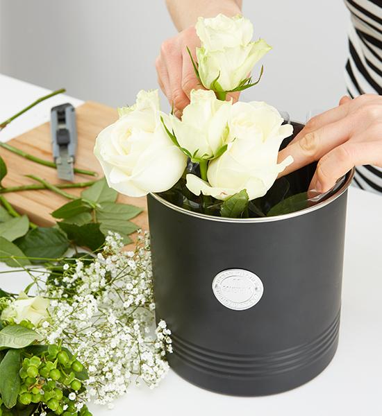 Die Rosen in die Box setzen