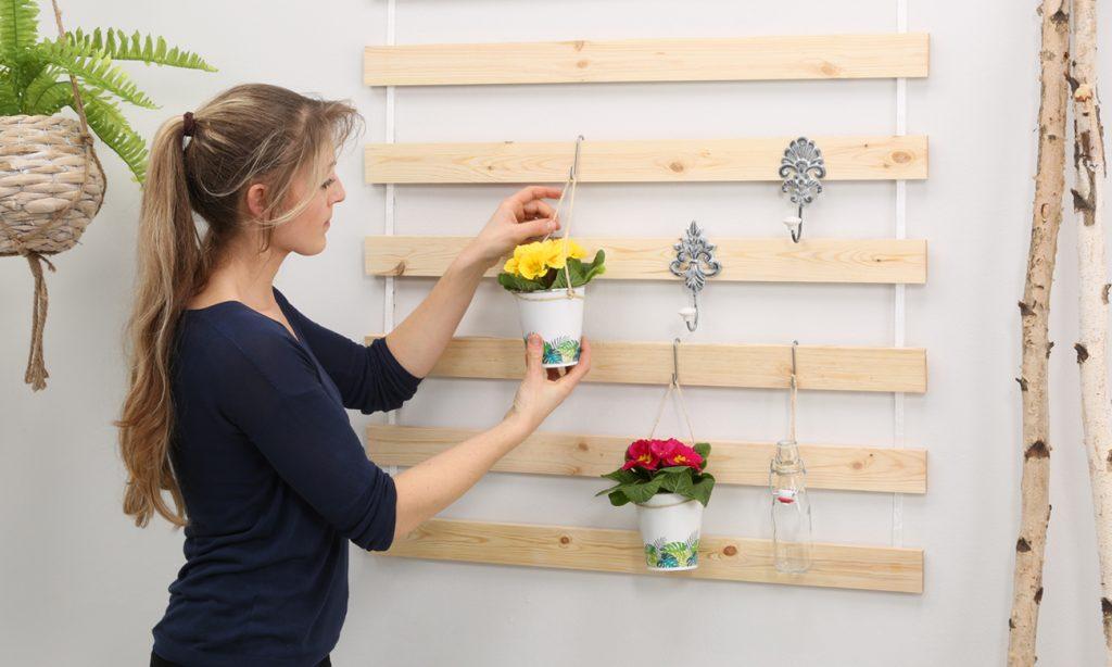 Utensilo für die Wand aus einem Lattenrost