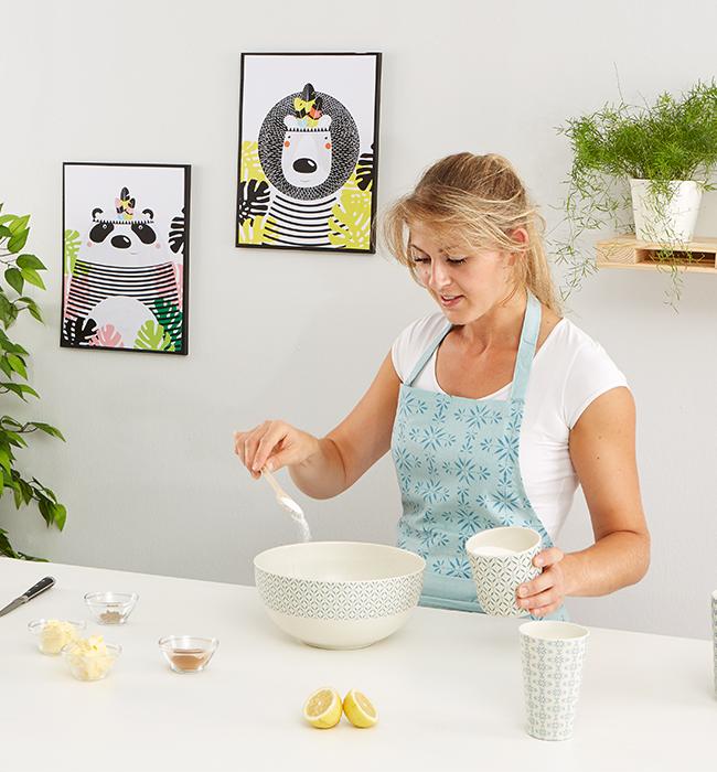 Schwedische Kanelbullar-Zimtschnecken - Yvonne bereitet den Teig zu