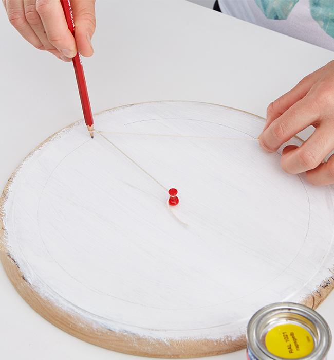 Und mit Hilfe von Nagel und Faden einen Kreis gezeichnet