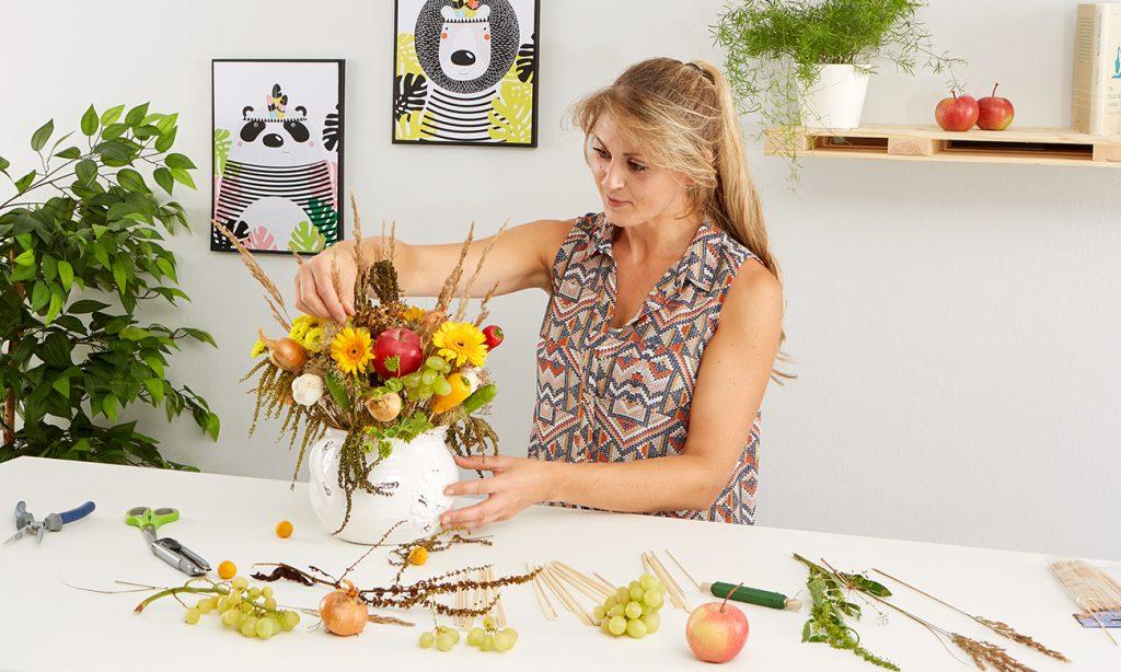 Herbstliches Gesteck mit Gemüse und Obst-mömax Blog - Yvonne bastelt