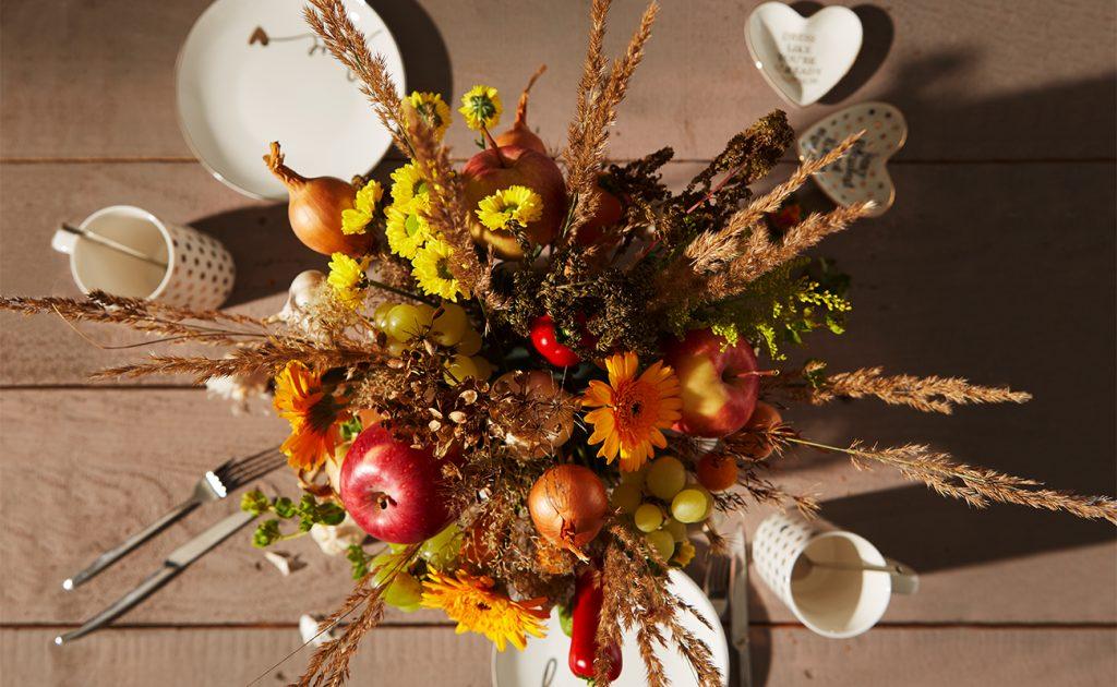 Herbstliches Gesteck mit Gemüse und Obst-mömax Blog