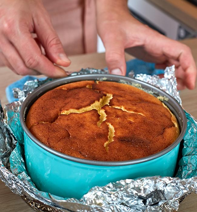 Fertig gebackene Cheesecake abkühlen lassen