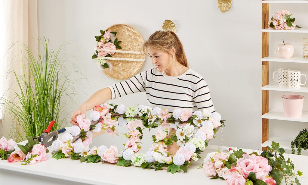 Blumen Spiegel mit Beleuchtung selber machen - mömax Blog - Yvonne bastelt