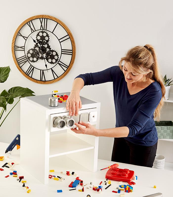 Magnetleise mit Dosen am Spieltisch befestigen
