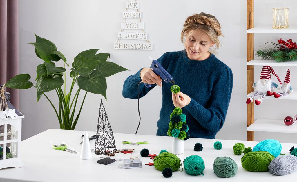 Weihnachtsbaum aus Wolle selber machen - mömax Blog4