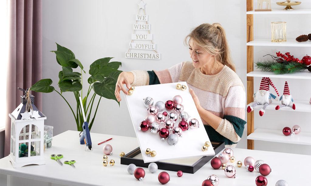 Weihnachtsdeko aus Christbaumkugeln DIY - mömax Blog - Yvonne bastelt mit Christbaumkugeln3