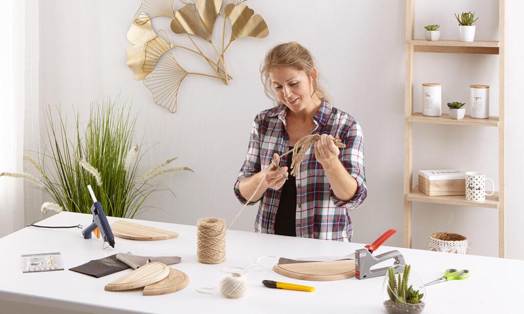 Wanddeko im Boho Stil selber machen - mömax Blog - Yvonne bastelt eine Wanddeko2