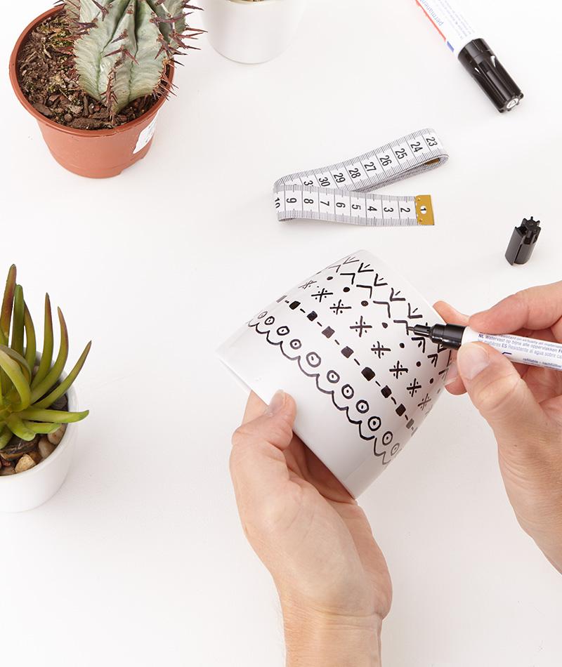 Blumentopf mit Ethno Muster bemalen