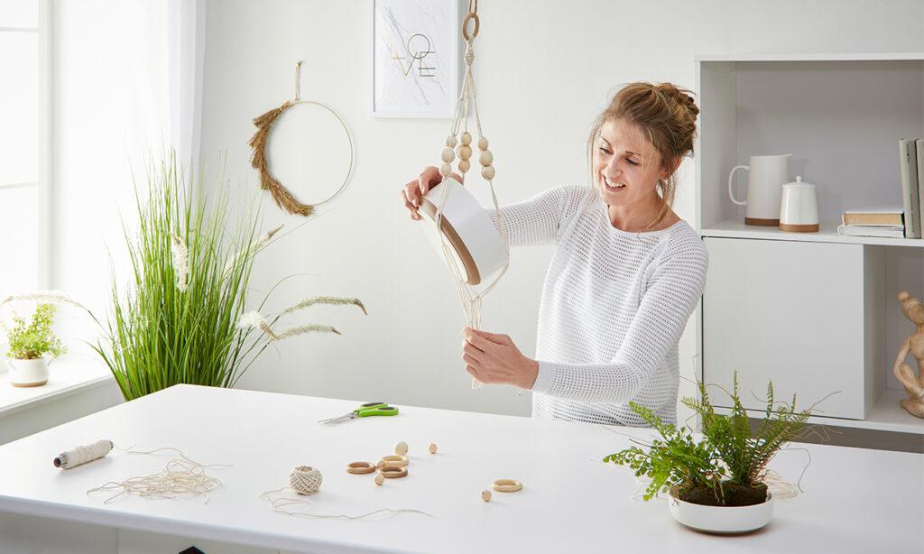 Makramee-Blumenampel DIY - mömax Blog - Yvonne bastelt eine Blumenampel