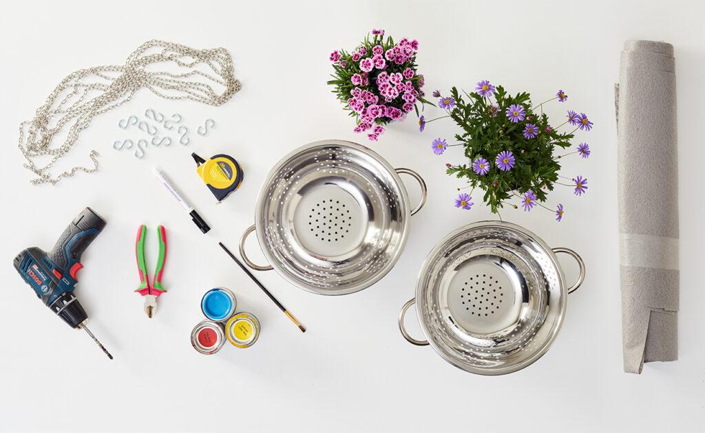 Blumenampel aus Sieb DIY - was man alles benötigt