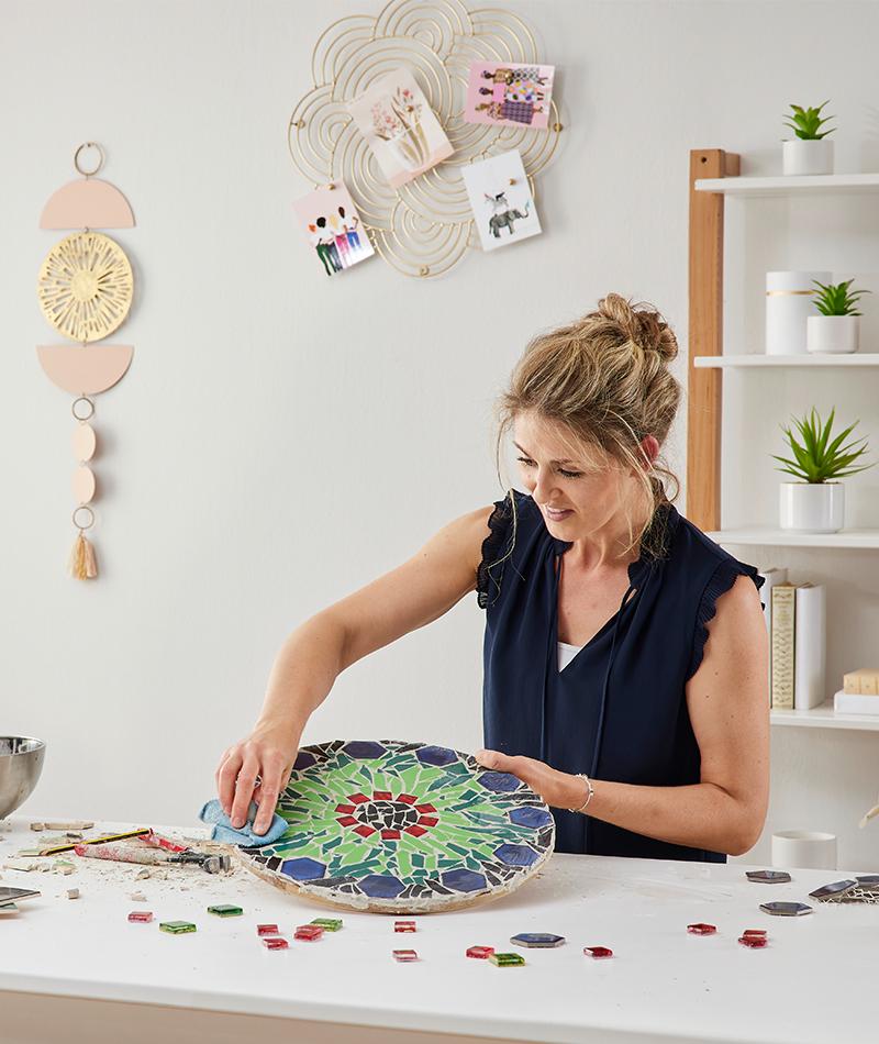 Tisch mit Mosaik selber machen