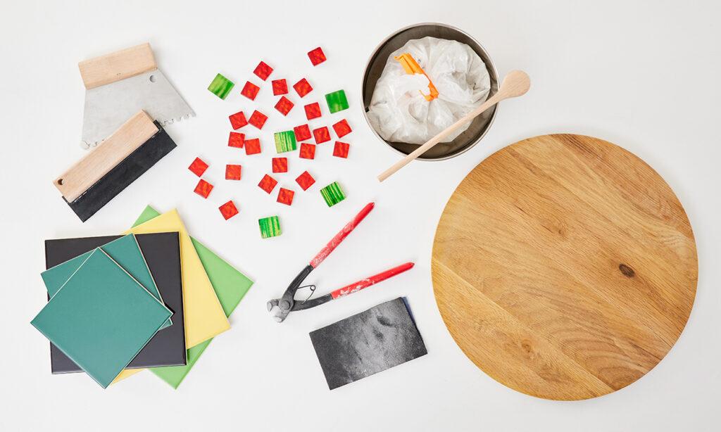 Tisch mit Mosaik selber machen - was man alles benötigt