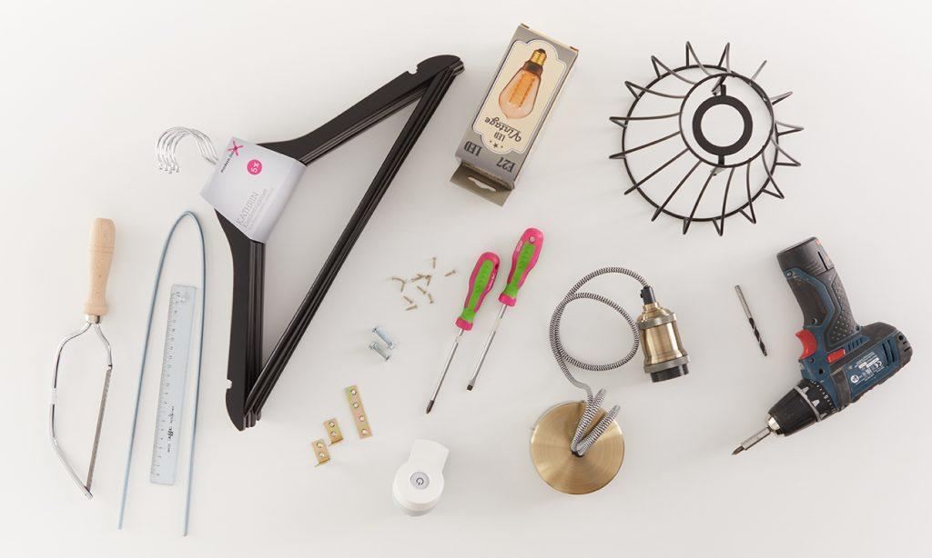 Tischlampe aus Kleiderbügel DIY - was man alles benötigt